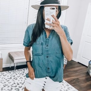 Short sleeve button down chambray top